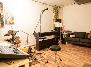 Proberaum für Einzelmusiker. Auch Schlagzeug und Unterricht