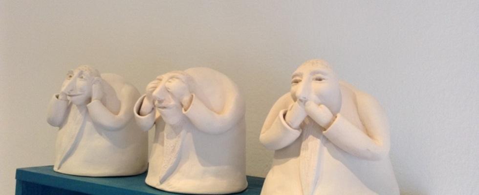 Ausstellung Tonfiguren von Tiina Kamenik