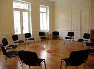 Vermiete zur Mitbenützung Praxisräume und Seminarraum in psychotherapeutischer Gemeinschaftspraxis / Altbau 1120 Wien