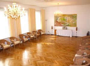 Vermiete voll ausgestatteten Seminarraum, samt Nebenräumen und Garten